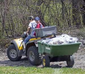 low-res-an-atv-and-dump-trailer-can-be-very-handy