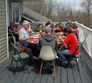 volunteers eating lunch